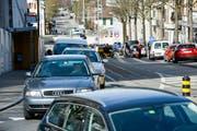 Stockender Verkehr auf der Rheinstrasse in Frauenfeld. (Bild: Donato Caspari)
