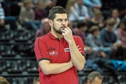 Er will, dass seine Spieler intensiver trainieren: SCB-Trainer Danijel Eric. (Bild: Robert Hradil/Keystone (Fribourg, 12. November 2016))