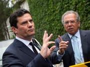 Der Korruptionsermittler Sérgio Moro (l.)wird Justizminister in Brasilien. (Bild: KEYSTONE/AP/SILVIA IZQUIERDO)