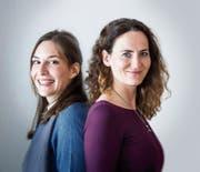 Melinda Lohmann (links) und Isabelle Wildhaber forschen zu Roboterrecht. (Bild: Michel Canonica (St.Gallen, 8. November 2018))
