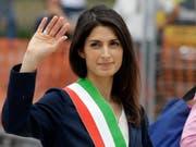 An einer Verurteilung wegen Vetternwirtschaft vorbeigeschrammt: Roms Bürgermeisterin Virginia Raggi. (Bild: KEYSTONE/AP/GREGORIO BORGIA)