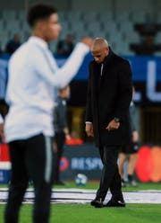 Mit gesenktem Haupt: Der neue Monaco-Trainer Thierry Henry hat noch nicht reüssiert. (Bild: Stphanie Lecocq/Keystone, 24. Oktober 2018)