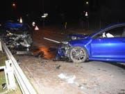 Bei der heftigen Frontalkollision wurden beide Fahrzeuglenkenden verletzt. (Bild: Kantonspolizei St. Gallen)