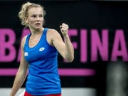 Katerina Siniakova ballt die Faust: Tschechien steht dicht vor einem weiteren Triumph im Fed Cup (Bild: KEYSTONE/EPA/MARTIN DIVISEK)
