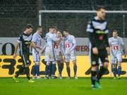 Luzerner Jubel im Tessiner Regen: Die FCL-Spieler nach dem 1:0-Führungstor in Lugano (Bild: KEYSTONE/TI-PRESS/PABLO GIANINAZZI)