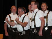 Frowin Neff (Zweiter von links) brachte mit seinen Einlagen das Publikum zum Schmunzeln. (Bild: Franz Steiner)