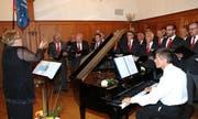 er Männerchor unter der Leitung von Heidy Gerber und begleitet von Pianist Hanspeter Nadler.(Bild: Philipp Stutz)