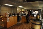 Auf das richtige Ambiente kommt es an: Der Geräteraum wurde in einen gemütlichen Weinkeller verwandelt. (Bild: Sabine Schmid)