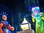 Das Weihnachtsmärchen «Der satanarchäolügenialkohöllische Wunschpunsch» von Michael Ende hatte am 10. November im Schauspielhaus Zürich Premiere. (Bild: Keystone/Raphael Hadad Photography)