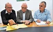 Gemeindepräsident Peter Rohrer (v.l.), Finanzchef Werner Nolte und Toni Meyer. (Bild: Romano Cuonz (Sachseln, 6. November 2018))