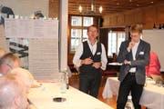 Jürgen Knopp (links) und Sebastian Koller führten als Ad-interim-Vorstandsmitglieder durch die Diskussion. (Bild: Christof Lampart)