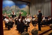 Der MV Flüelen unter der Leitung von Willi Truttmann eröffnete den Konzertabend. (Bild: Georg Epp, 10. November 2018)