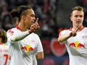 Leipzigs Yussuf Poulsen (links) traf beim Heimsieg gegen Bayer Leverkusen zwei Mal (Bild: KEYSTONE/AP/JENS MEYER)