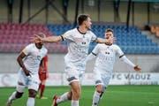 Wils Nikki Havenaar (Mitte) bejubelt seinen Treffer zum 1:0. (Bild: Gianluca Lombardi)