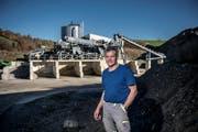 Seit Frühling ist in Grosswangen bei der Leupi AG die erste Anlage zur Aufbereitung von Aushub- und Ausbruchmaterial in Betrieb. Auf dem Foto: Heinz Leupi. (Bild: Pius Amrein, 12.November 2018)