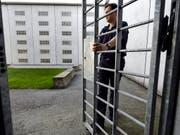 Der Kanton Wallis modernisiert seine Gefängnisse für rund 90 Millionen Franken. Die Kapazität für Häftlinge wird um 100 Plätze erhöht. (Bild: KEYSTONE/LAURENT GILLIERON)