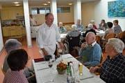 Für Heimleiter Robi Walker ist der Begegnungstag wichtig, um mit Angehörigen in Kontakt zu treten. (Bild: Georg Epp (Flüelen, 10. November 2018))