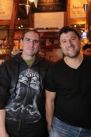 Sie spielen in der «rbt-rockband»: Patrick Moser und Christian Moro. (Bild: Chris Marty)