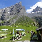 Auch auf der Alp Hobiel genossen die Wanderer die herrlichen Sommertage. (Bild: PD)