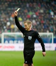 Bei den St.Galler Anhängern immer wieder im Kreuzfeuer der Kritik: Schiedsrichter Alain Bieri. (Bild: Urs Bucher)