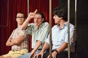 Federico Dimitri, Fabrizio Pestilli und Giuseppe Spina spielen als «I tre secondi» im improvisierten Zugabteil. (Bild: Christoph Heer)