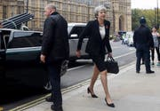 Theresa May unterwegs in London. (Bidl: EPA/FACUNDO ARRIZABALAGA)