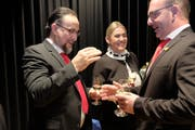 Das zukünftige Zunftmeisterpaar Marco I. und Vera Agron während der Gratulationsrunde. (Bilder: Richard Greuter (Ennetbürgen, 11. November 2018)
