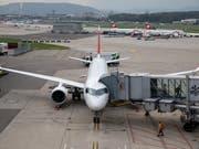 Der Flughafen Zürich hat im Oktober erneut einen Passagierzuwachs verzeichnet. (Bild: KEYSTONE/CHRISTIAN MERZ)