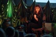 Jolanda Steiner beim Märli erzählen in der Stiftung Rodtegg. Dorthin brachte der VBL-Märlibus die Kinder letztes Jahr. (Bild: Dominik Wunderli (Luzern, 10. Dezember 2017))