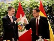 Spaniens König Felipe VI. (l.) und der peruanische Präsident Martín Vizcarra in Lima. (Bild: KEYSTONE/EPA)