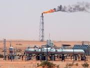 Ende des Preiszerfalls: Nach Monaten mit sinkenden Preisen ist Erdöl wieder teurer geworden. (Archiv: Ölfeld Khurais in Saudi-Arabien) (Bild: KEYSTONE/EPA/ALI HAIDER)