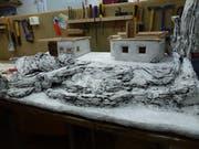 Hiesige Handwerkskunst: Eine alpenländische Krippe in der Bauphase. (Bild: pd)