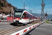 Nicht alle Passagiere überqueren die Gleise beim offiziellen Bahnübergang beim Bahnhof Dallenwil. (Bild: Corinne Glanzmann (10. April 2018))