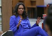 Die ehemalige Präsidentengattin Michelle Obama an einer Veranstaltung in ihrer ehemaligen Schule. (Bild: AP Photo/Teresa Crawford)