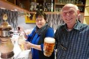 Uschy und Martin Truttmann vom Hotel Tell begrüssen zu einem ganz speziellen Bierabend. (Bild: Christoph Näpflin, Seelisberg, 9. November 2018)