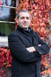 Der neue Geschäftsführer der Tosam-Stiftung Marcel de Tomasi auf dem Hof Baldenwil. (Bild: Thomas Hary)