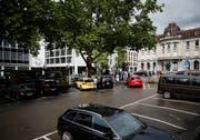 Mit der Initiative «Ja zu Gewerbe und Läden in der Altstadt!» sollten die Parkplätze auf dem unteren Postplatz bestehen bleiben. (Bild: Stefan Kaiser (Zug, 11.Juni 2018))