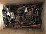 Die Gegenstände werden von der Kantonspolizei Uri fachgerecht entsorgt. (Bild: Kantonspolizei Uri)