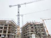 «Lage, Lage, Lage» ist bei Immobilieninvestoren nur noch zweitrangig. Das halten Experten für gefährlich. (Bild: KEYSTONE/CHRISTOF SCHUERPF)