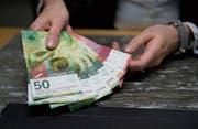 Boni sind ein zentraler Bestandteil in den Vergütungssystemen von Banken. (Bild: Corinne Glanzmann (18. Januar 2018))