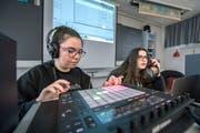 Während der Projektwoche komponieren einige Sekschüler auch elektronische Lieder. (Bild: Pius Amrein (Schötz, 13. November 2018))