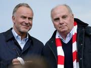 Bayerns Führungsriege mit Uli Hoeness (rechts) und Karl-Heinz Rummenigge (links) wollen das Gesicht der Mannschaft bald verändern (Bild: KEYSTONE/AP/MICHAEL SOHN)