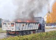Der Lastwagen stand in Vollbrand. (Bild: PD/Kapo Thurgau)