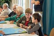 Alt und Jung spielen am Generationen-Jassturnier zusammen. (Bild: PD)