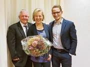 Der scheidende Präsident Christoph Regli mit Stadträtin Elsbeth Aepli und dem neuen Präsidenten Beda Stähelin. (Bild: PD)