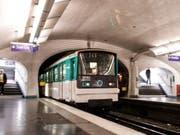 Die Metro-Linie 1 war wegen der Ziege zwischen dem Concorde-Platz und der Station Châtelet unterbrochen. (Bild: Keystone/EPA/CHRISTOPHE PETIT TESSON)