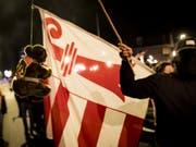 Schweigemarsch in Moutier gegen den Entscheid der Statthalterin: Nun ist das bernische Verwaltungsgericht am Zug. (Bild: Keystone/JEAN-CHRISTOPHE BOTT)