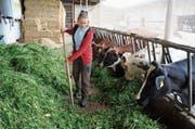Bei den Kühen fühlt sich Jenny Tanner aus Teufen am wohlsten. (Bild: PD)