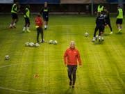 Nationaltrainer Vladimir Petkovic (Mitte) bereitet sein Team auf das Spiel gegen Katar vor (Bild: KEYSTONE/TI-PRESS/ALESSANDRO CRINARI)