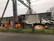 Beim Zusammenprall zwischen Güterzug und Lieferwagen in Staad SG gab es keine Verletzten. (St. Galler Kantonspolizei) (Bild: St. Galler Kantonspolizei)